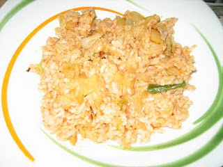 BLW arroz con merluza, tomate y ajetes