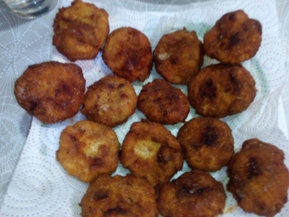 Los nuggets de pollo caseros recién cocinados