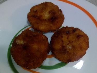 Sugerencia de presentación en el plato de los nuggets de pollo caseros